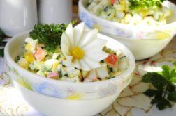 Крабовый салат из крабовых палочек - салаты