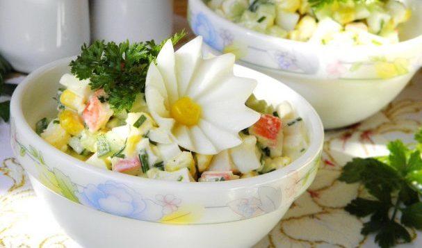 Крабовый салат из крабовых палочек — салаты