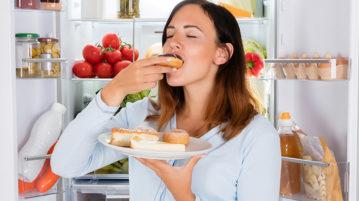Хватит бегать к холодильнику! Как перестать переедать без причины?